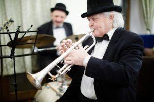 Ту биШват и классический джаз